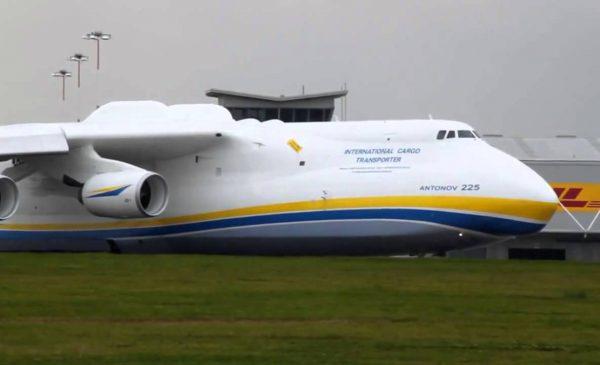 Напомним, ан-225 мрия - самый большой и мощный в мире транспортный самолет, созданный киевским кб имени антонова